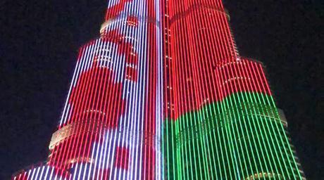Самое высокое здание в мире окрасилось в цвета...