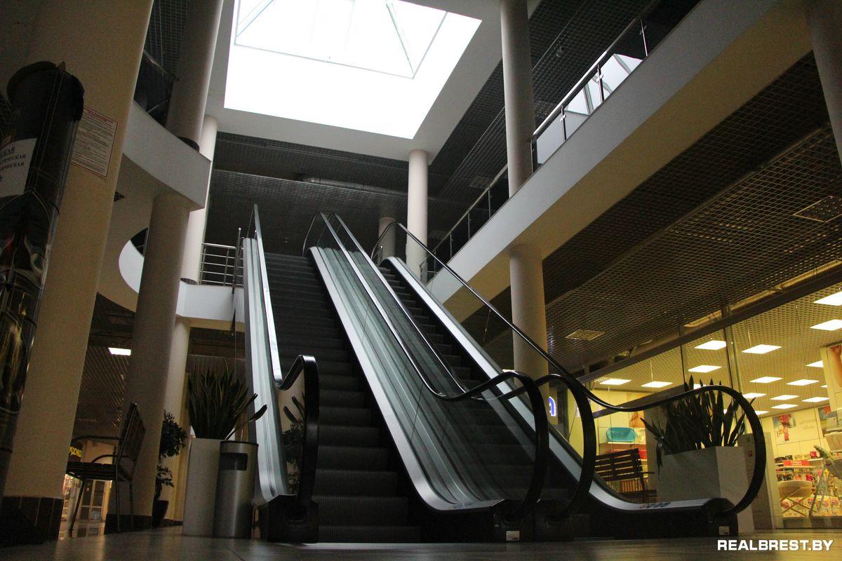 Одинокий эскалатор